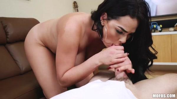 Skyla_Novea_-_Skyla_Novea_Fucks_To_Her_Porn__2018_.mp4.00010.jpg