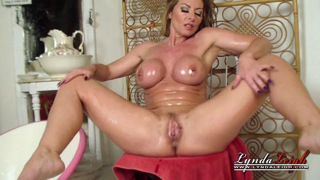 lynda leigh topless