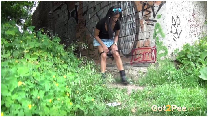Got2Pee video-trickling-teen_1080p
