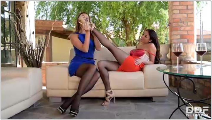 [HotLegsAndFeet / DDFNetwork] Anissa Kate & Ani Blackfox (Sapphic Tootsie Lechery / 05.09.17) [2017, Lesbians, 360p (SD)]