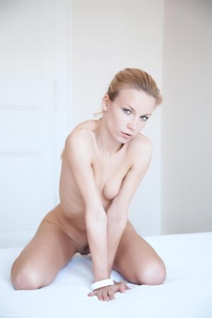cover_thumb_ErroticaArchive_Expression_Gwyneth_by_Erro_medium_0005.jpg