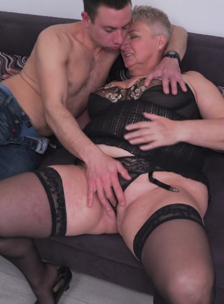 Babet (57) in big beautiful older lady doing her toyboy