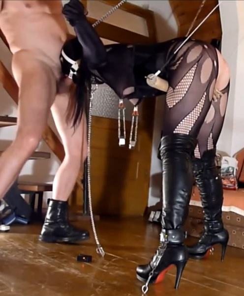 Bondage, strappado and torture for very hot slave girl