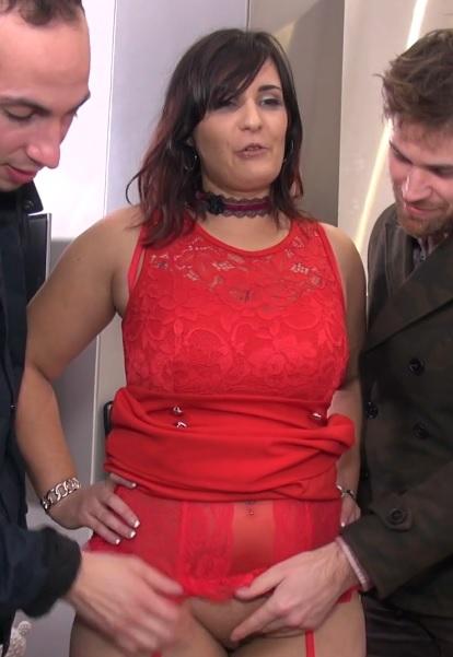 Isabelle soumet son mari et soffre un trio