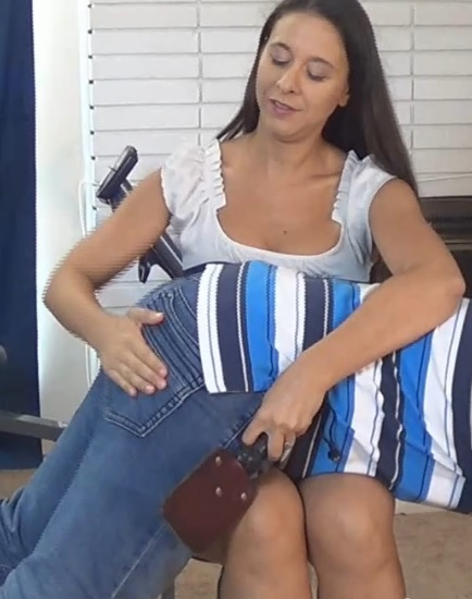 Sarah Gregory Spanks BF For Being Late