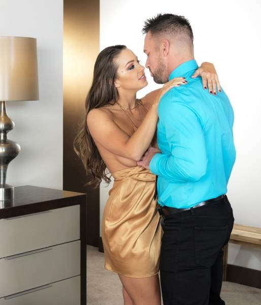 Abigail Mac - Gets Fucked For The First Time In 2018 While Everyone Watches