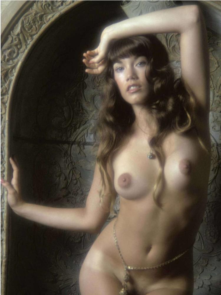 Tits-Barbi Benton,