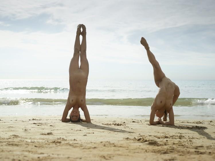 julietta-and-magdalena-flexi-beach-bodies-31-10000px (image 9),