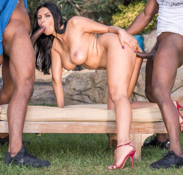 Kira Queen - Interracial threesome in the garden