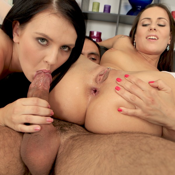 CzechAnalSex/PornCZ - Amateurs - Horny Girls share a dick [SD 480p]