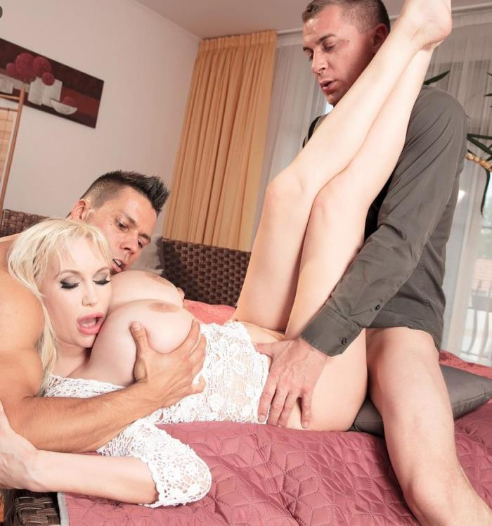 Scoreland/PornMegaLoad - Sandra Star - Super SeXXXStar [HD 720p]