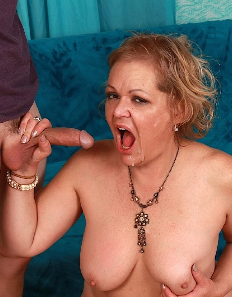 GoldenSlut: Kelly Leigh (Milf) Kelly Is Crazy for Cock [SD 480p]