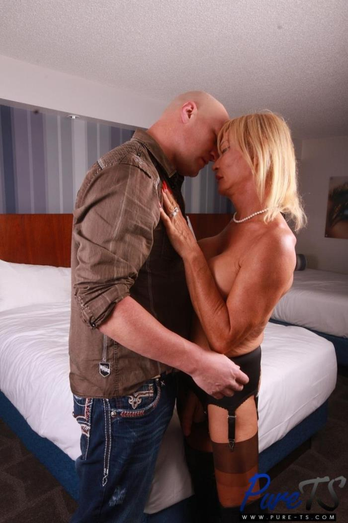 Stefani Boots - Mature french TS beauty shows off (Transsexuals) - PureTs [HD 720p]