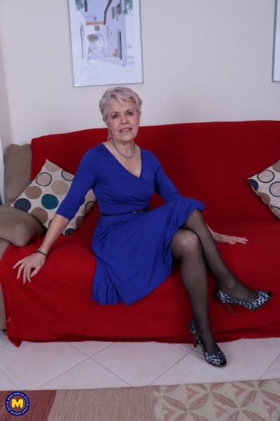 Mature.nl: Lady Sextasy EU 64 - British mature Lady Sextasy fingering herself [FullHD 1080p] (673.33 Mb)
