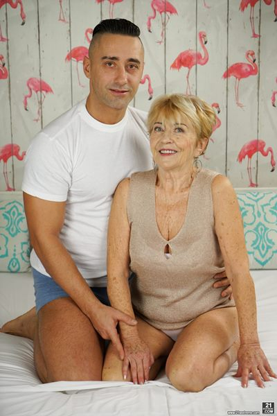 : Lusty Grandmas / 21Sextreme / 21Sextury Жанр : Fetish, Big Dick, Granny, Old-Young, One On One, Cumshot, Blowjob, All sex: Malya, Mugur - Cum On Granny [SD 544p] (262.15 Mb)