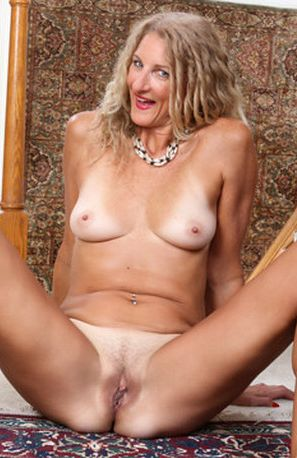 Layla Wolf in Sexy Mature