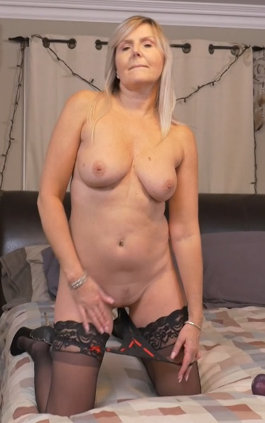 Canadian housewife Velvet Skye fingering herself
