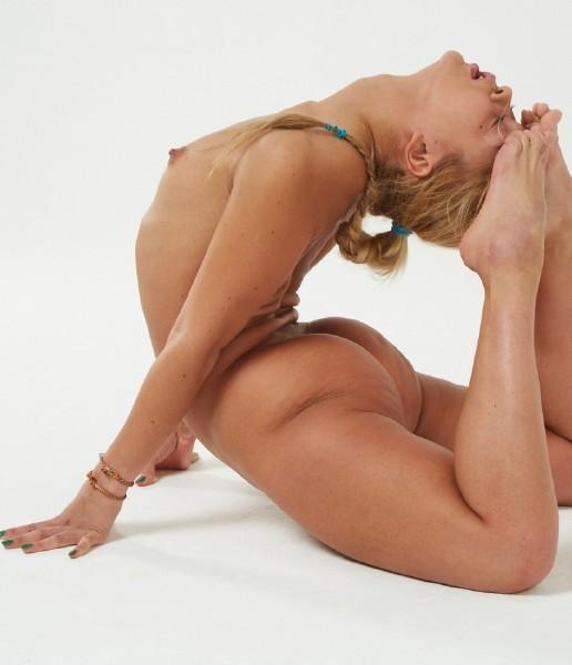 FlexyTeens/Naked-Gymnast: Asya Bulka - Naked Gymnast [FullHD 1080p] (1.12 Gb)