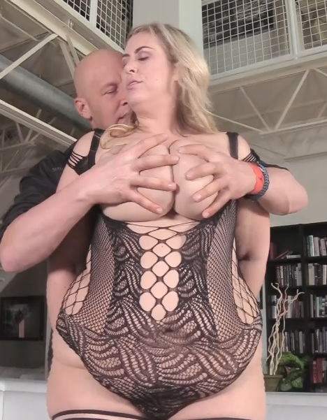 Amazon Blonde Takes It In The Ass Like A Champ