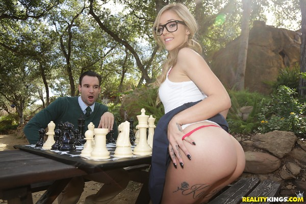 Kali Roses - Checkmating With Kali Roses - SD (2018/TeensLoveHugeCocks.com/RealityKings.com/425.58 MB)