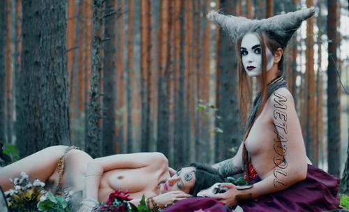 [Image: NakedTheater12b.jpg]