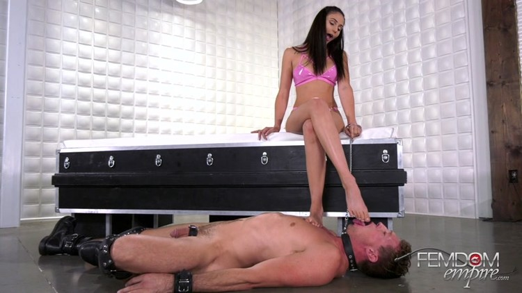 VICIOUS_FEMDOM_EMPIRE_-_Foot_Temptress._Starring_Mistress_Ariana.mp4.00002,