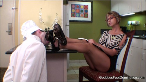 Beautiful Goddesses Amused By Foot Slaves