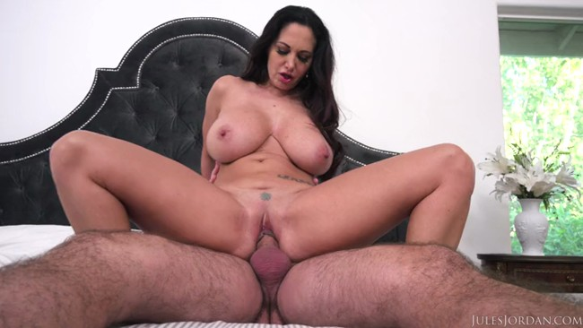 Ava_Addams__Ho_Ho_Ho_Santa_Brought_Me_Big_Titties_For_Christmas.mp4.00006,