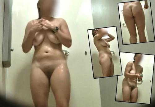 Shower bathroom 524