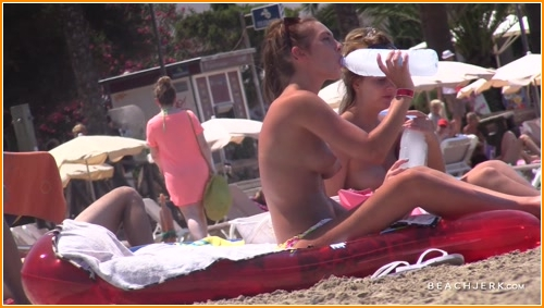 BeachJerk topless-beach-trio full hd