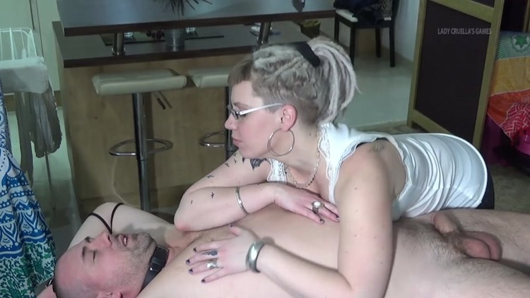 breast licking games